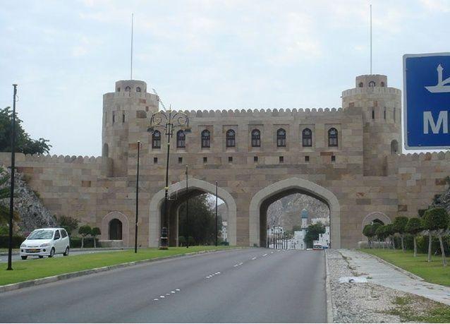 سجن رجل أعمال 15 عاماً في عُمان بسبب رُشًى