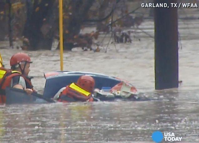 أمطار وعواصف ثلجية تجتاح وسط أمريكا ووقوع حالات وفاة في تكساس وكانساس