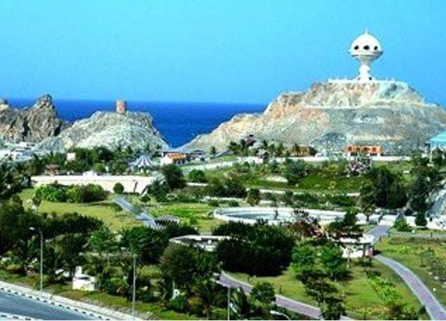سلطنة عمان تخطط لخفض عجز الميزانية بنسبة 27 بالمئة هذا العام