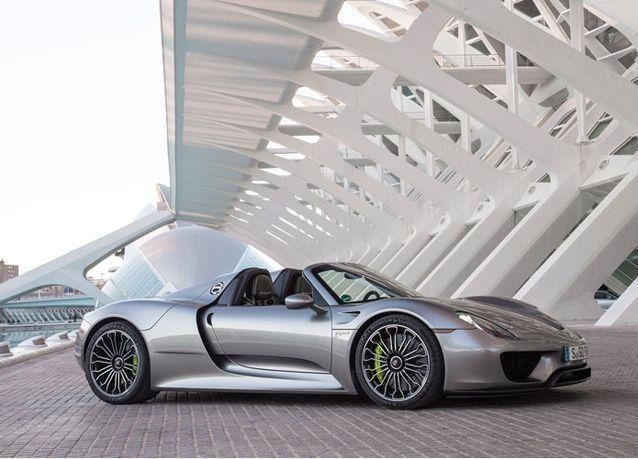 """قطر: استدعاء سيارات """"بورشه سبايدر 918"""" موديل 2015 الفاخرة بسبب خلل"""
