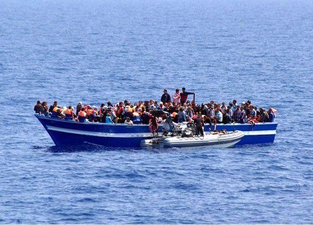 موت 10 مهاجرين إثر غرق قارب قبالة تركيا
