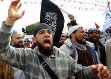 سلفيون يقتحمون عرضاً مسرحياً في تونس بعد انسحاب الأمن