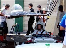 طلاب سعوديون يصممون وينفذون أول سيارة سعودية بالطاقة الشمسية