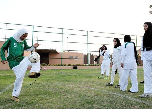 إنشاء صالات رياضية للبنات بالمجمعات التعليمية في السعودية
