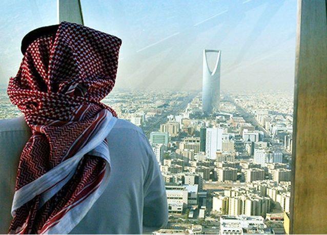 تقرير يرى الفقر والبطالة في مستقبل السعودية