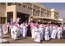 سعوديون يتجمعون احتجاجاً على فرض 2400 ريال على كل عامل أجنبي