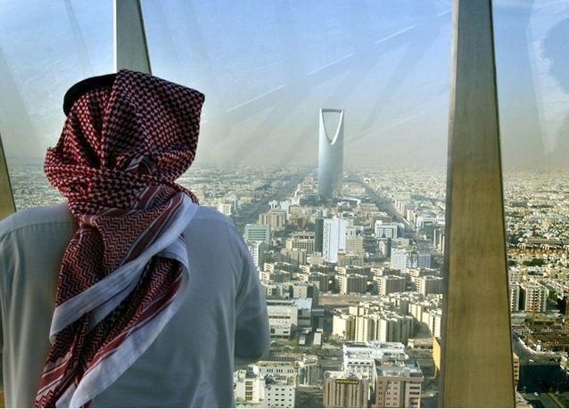هل من زيادة لرواتب الموظفين الحكوميين في السعودية؟