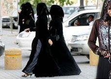 سعودية تبصق في وجه محتسب وبنتاها يخلعن العباءة ويمشين كاشفات الشعر قرب الحرم المكي
