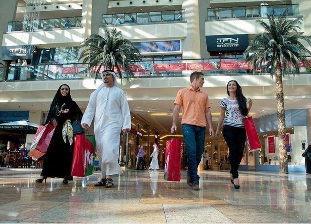 عشرات المتسوقون السريون في دبي لمراقبة جودة خدمات المنافذ والمحلات التجارية
