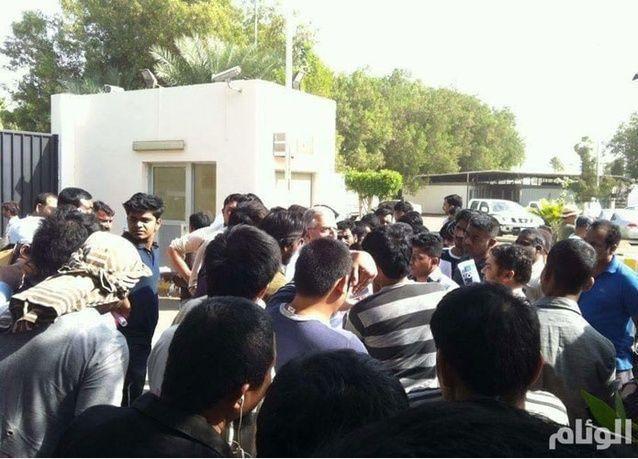 اعتصام لموظفين في مجموعة بن لادن بجدة بسبب تأخر رواتبهم 3 و6 أشهر
