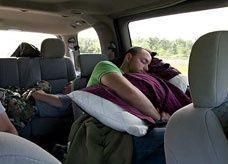 """النوم داخل المركبات والمكيفات بوضع التشغيل.. """"انتحار بطيء"""""""