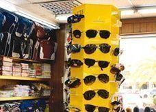 """نظارات مقلدة في الأسواق السعودية """"تسبب العمى"""""""