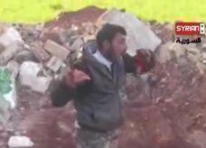 فيديو: معارض مسلح يلوك قلب جندي سوري.. وهيومان رايتس ووتش تدينه