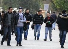 طلاب سوريون ببريطانيا مهددون بالطرد
