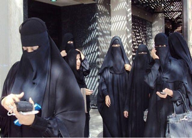جامعة سعودية تهدد موظفات بالفصل لأنهن يمتنعن عن الحديث مع مسؤولين رجال