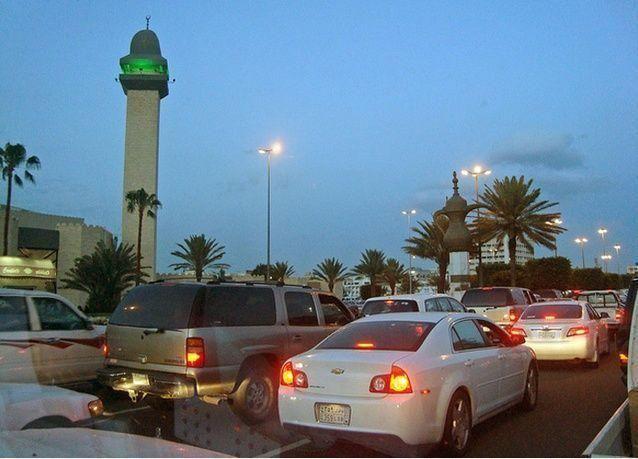 سعوديون يشتكون على مسؤول أغلق الشارع المؤدي لمنزله