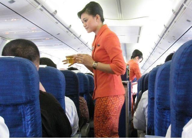 مضيفة طيران بشركة خليجية تمارس الرذيلة في حمام الطائرة