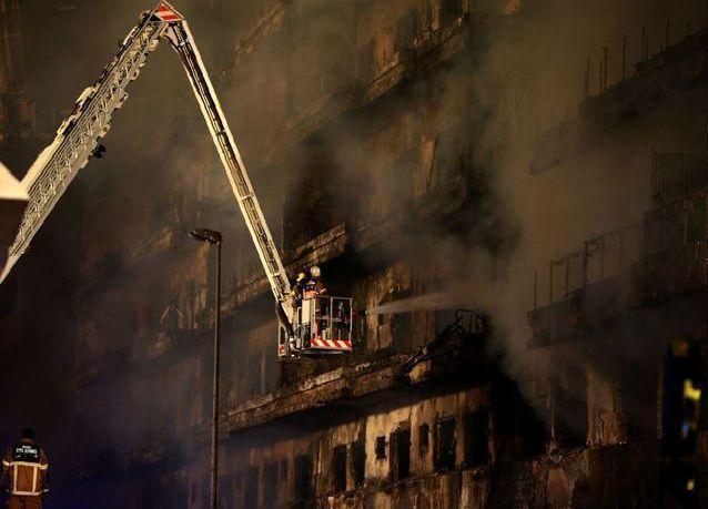 حريق ضخم يلتهم بناية سكنية في دبي (صور وفيديو)