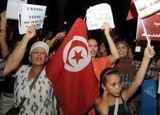 """فتاة تونسية اغتصبها شرطيان تواجه تهمة """"التجاهر بعمل فاحش"""""""