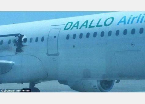 إصابة اثنين في انفجار أجبر طائرة على العودة إلى الصومال