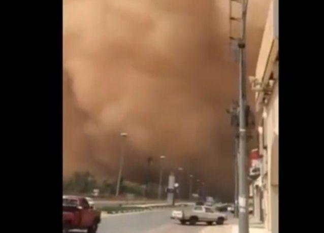بالفيديو: لحظة قدوم العاصفة الرملية في السعودية