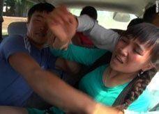 اختطاف العرائس يثير انقساماً في قرغيزستان