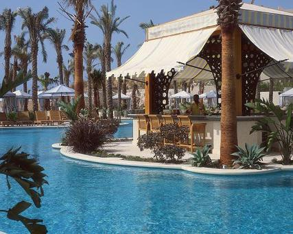 منتجعا فورسيزونز شرم الشيخ والإسكندرية سحر البحر والصحراء