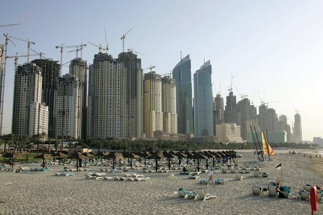 سكان الإمارات مستمرون في الاقتراض والعقارات أكبر من طموحاتهم