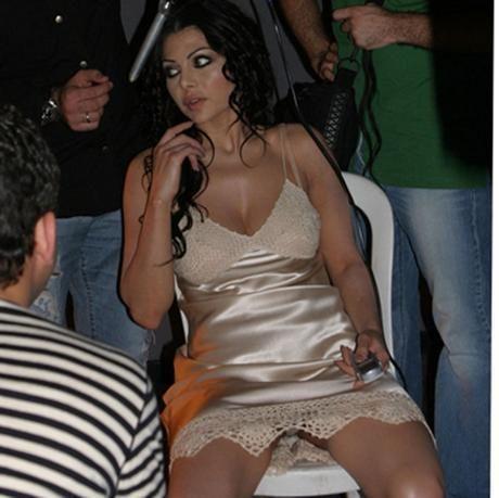 هيفاء تغضب من خطوبة ابنتها زينب سرا