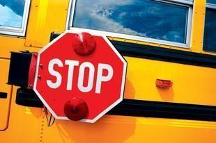 حافلات المدارس في الإمارات أمينة كالمنازل، لكن من يدفع الأجور؟