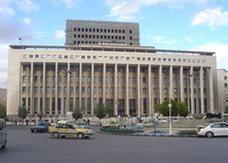 اتهام حاكم مصرف سوريا المركزي بتلقي رشاوى