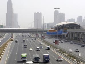 الإمارات: مساع لإبعاد السيارات المتهالكة عن شوارع المدن