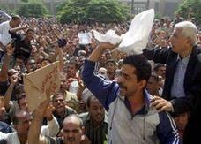 إضراب عمّال شركة طنطا للكتان يدخل شهره الخامس في مصر