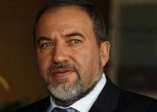 وزير الخارجية الإسرائيلي يستقيل بعد اتهامه بخيانة الأمانة