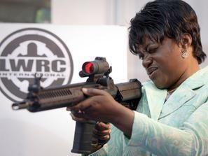 ا 100 مليون دولار التجارة العالمية في الاسلحة الصغيرة