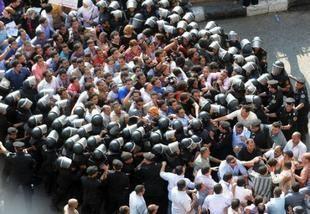 37 مصابًا في اشتباكات الاسكندرية حتى الآن