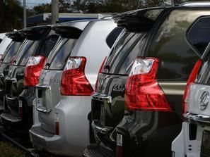 بالصور: لكزوس تسحب سياراتها