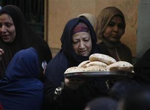 مصر تقول لديها قمح يكفي لتفادي أعمال شغب بشأن الغذاء