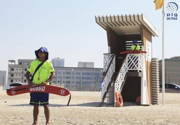 """""""شروق"""" تعزز إجراءات السلامة على شاطئ الخان بالشارقة"""