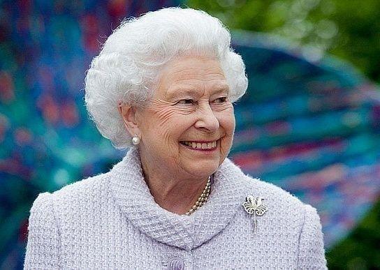 الملكة اليزابيث تحتفل بمرور 65 عاما على اعتلائها عرش بريطانيا