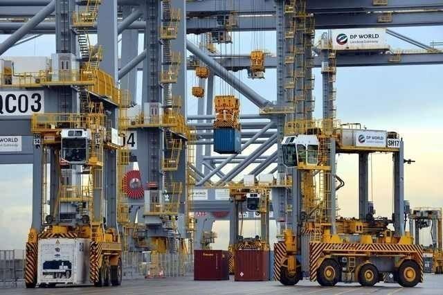 """""""موانئ دبي"""" تبحث مع """"الاستثمار المصرية"""" رفع الطاقة الاستيعابية لميناء السخنة"""