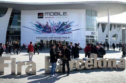 بالصور: سباق الهواتف الذكية في معرض الجوال العالمي الذي انطلق اليوم