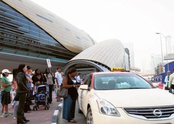 السرعة الزائدة تتصدر تجاوزات سائقي الأجرة في دبي