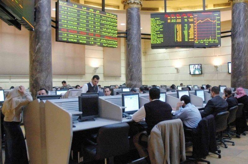 تراجع معظم بورصات الخليج ومصر ترتفع بدعم خطة ضريبية متدرجة