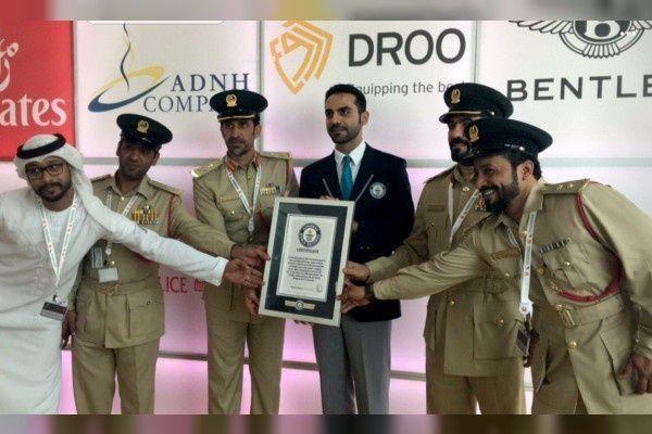 """شرطة دبي تدخل موسوعة """"جينيس"""" للأرقام القياسية بأسرع دورية في العالم"""