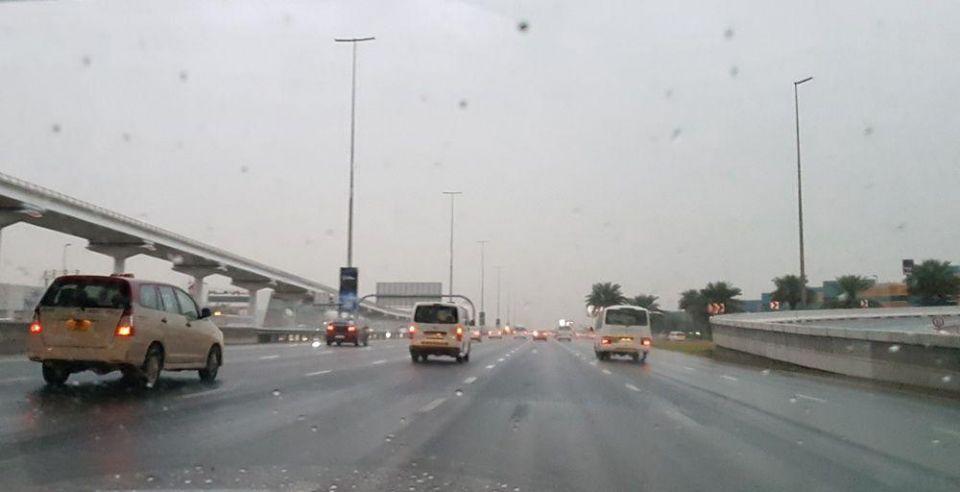 الإمارات: أمطار مختلفة الغزارة على مختلف المناطق
