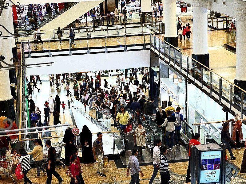 دبي: إلزام المراكز التجارية بتأمين السلالم الكهربائية لحماية الأطفال