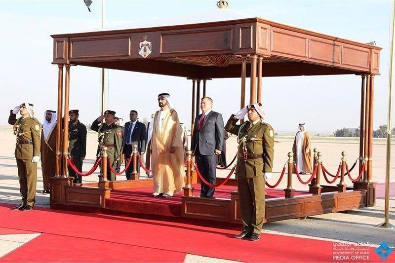 محمد بن راشد يصل عمان للمشاركة في القمة العربية الـ 28