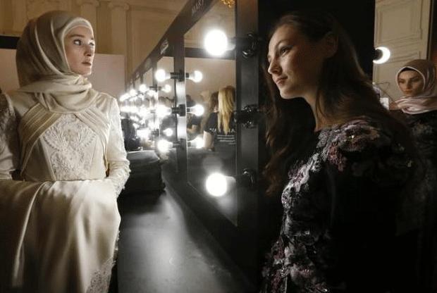 عائشة قادروف، ابنة رئيس الشيشان، تعرض أول تصاميمها من الأزياء الإسلامية