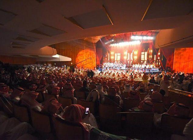 """بالصور : """"روتانا"""" تشعل أجواء الرياض بحفل غنائي للفنانين محمد عبده وراشد الماجد"""